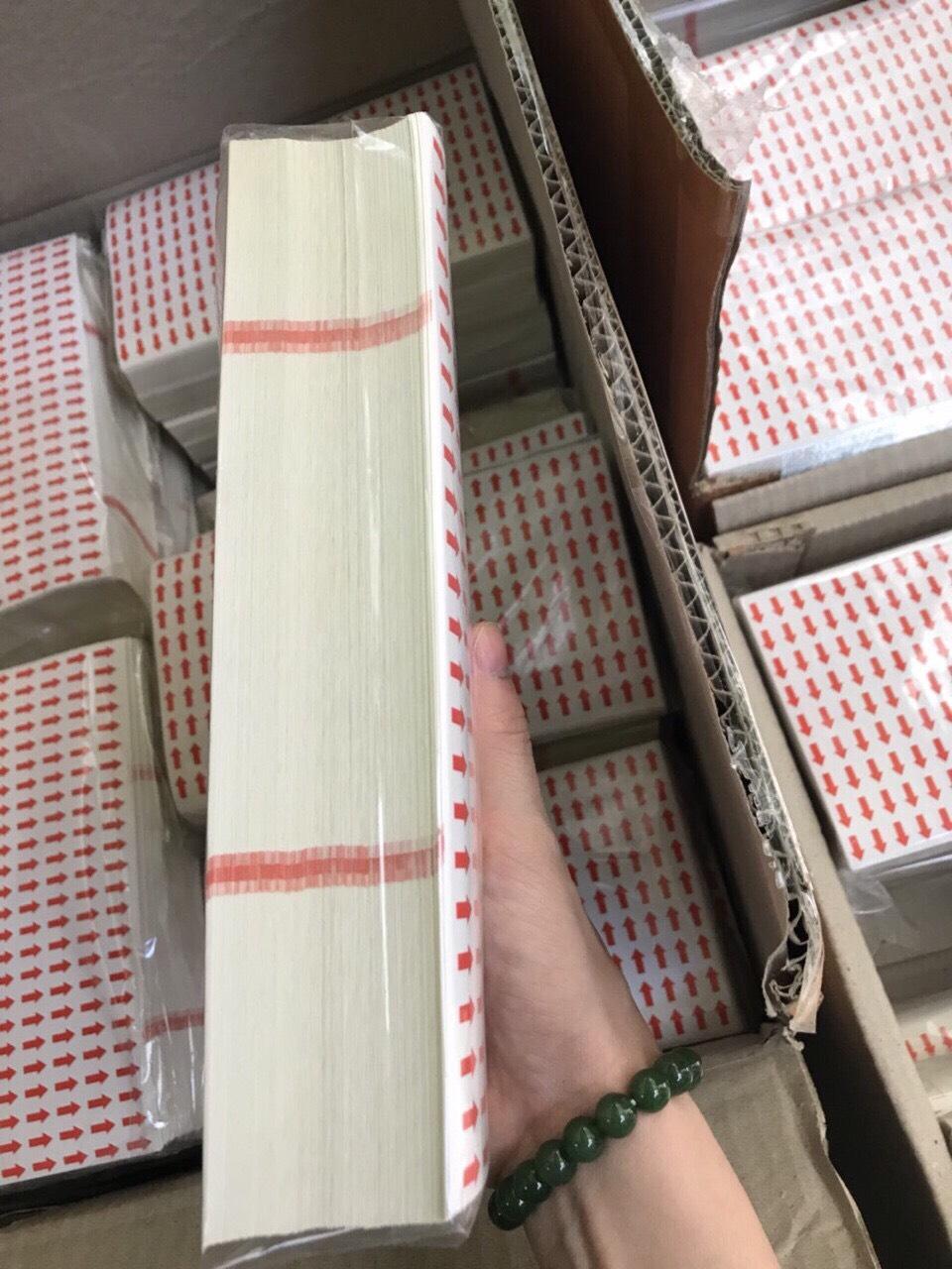 Nhãn in mũi tên 9x13mm, đế vàng chấm đỏ, cán màng dùng mê tít lun :b :b :b 1 tờ 216 tem 200 tờ 1 bọc 3 thùng này khách quất 1 phát có 15.000 tờ zalo 0912677982