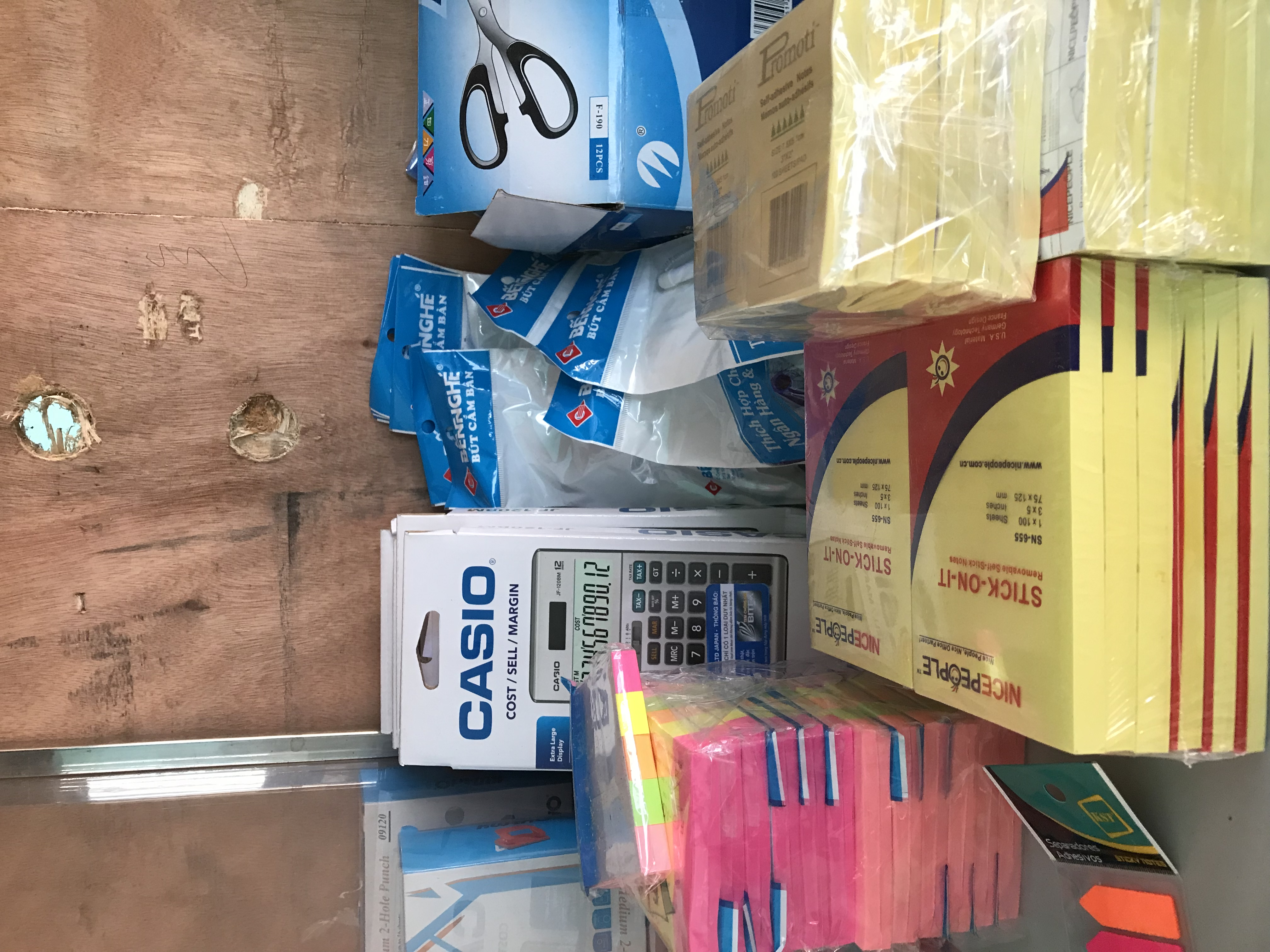 Máy tính Casio , kéo văn phòng , giấy nhớ có đủ các loại zalo 0912.677.982